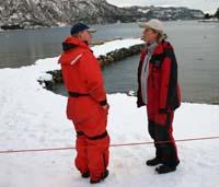 Keiko-biolog Thorbjørg Valdis Kristjansdottir og trener Frank Håvik. (Foto: NRK Møre og Romsdal)
