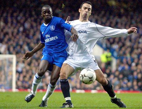 Yuri Djorkaeff og Bolton viste muskler mot Chelseas Makelele (Foto: AP)