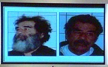 Nye bilder og videoopptak av Saddam Hussein tatt etter pågripelsen lørdag ble vist på pressekonferansen. (Foto: Reuters)