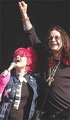 Ozzy synger sammen med datteren Kelly på nyinnspillingen av Black Sabbath-låta