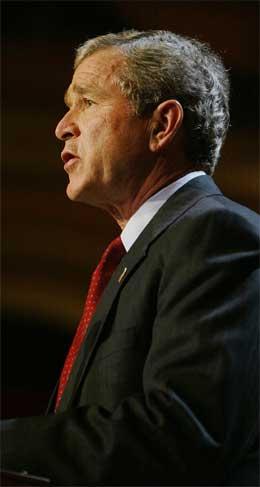 President George W. Bush kan endre fristen for overføring av makt til irakerne. (Arkivfoto: Scanpix)