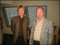 Knut Lockert i Statnett og Svein Rødal i Istad Nett drøfter hvem som skal betale merregninga når fylket blir eget elspot-område. Foto: Gunnar Sandvik