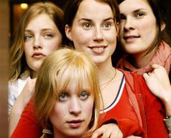 Bare Bea: Sara (Ida Thurmann-Moe), Bea (Kaia Foss), Anniken (Maria Gullaksen Brinch)og Mia (Kamilla Grønli Hartvig).