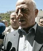 FORBUD: Ahmed Qurie forbyr privatpersoner å bære våpen i de palestinske områdene. (Foto: Scanpix)