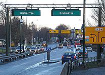 Færre biler enn beregnet passerer bommene hver dag og for mange benytter seg av rabattordningene.