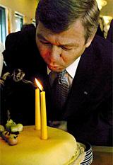 Selveste statsminister Kjell Magne Bondevik er hedersgjest på NRK P1s nyttårsfest. (Foto: Scanpix)