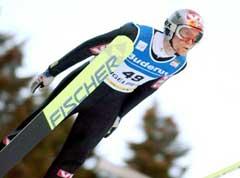 Roar Ljøkelsøy fikk ikke forsvart lørdagens seier i Engelberg. (Foto: AP/Scanpix)