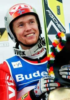 Roar Ljøkelsøy smilte bredt etter seieren i Engelberg (Foto: AP/Scanpix)