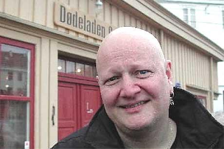 Ryktene om min hårvekst er sterkt overdrevet, sier humørsprederen Frode Alnæs (44). Foto: Kjell Herskedal, NTB.