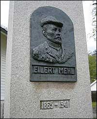Bauta av Eilert Mehl, laga  av Elisabeth Steen. (Foto: Ottar Starheim, NRK © 2003)
