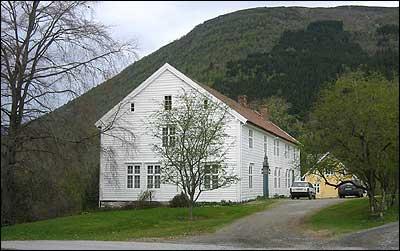 Hovudbygningen på Leikvin er frå 1790. (Foto: Ottar Starheim, NRK)