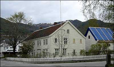 Boalth-huset på Nordfjordeid. (Foto: Ottar Starheim, NRK)