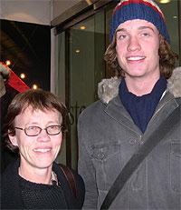 Cecilie Barratt Due og sønnen Thomas oppsøker skiføre hver julaften. Foto. NRK