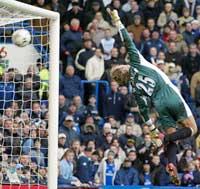 3-0: Keeper Harald Wapenaar hadde ikke mye sjanse på Geremis skudd. (Foto: AFP PHOTO/JOSHUA ROBERTS)