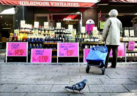 Vinhandlere i Helsingør i Danmark forbereder storinnrykk av svensker med ny og større EU-kvote (Foto: Björn Larsson Ask /SCANPIX )