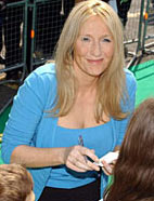 J.K. Rowling har god grunn til å smile med 1,3 milliarder på bok (Foto: Scanpix)