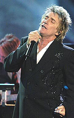 Rod Stewart er en av artistene som synger gratis i London 26. juni. Foto: AP Photo / Mark J. Terrill.