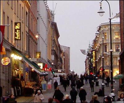 Kroghs bilde viser seg å være fra Karl Johans gate, på samme sted der TV2 har sine Oslo-lokaler i dag! (Foto: Rune H. Johansen)