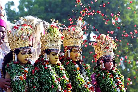 Barn utkledd som Hindu-guder under Ramlila-feiringene i Varansi. Foto: Rajesh Kumar Singh