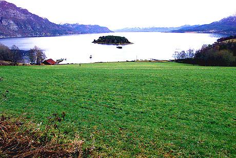 Taknesbukta i Halsa kommune på Nordmøre. AP Photo/John McConnico