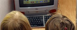 Politiet advarer ungdom å legge ut bilde og adresse når de chatter på Internett. (Foto: Scanpix)
