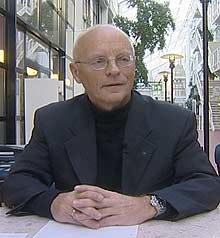 Førstemanuensis Hans Mathias Thjømøe ved BI skjønner ikke folk som tar opp forbrukslån til skyhøye renter.