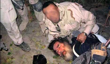 Dette bildet kan være bildet av selve pågripelsen Saddam Hussein 13. desember i år. (Foto: Military.com)