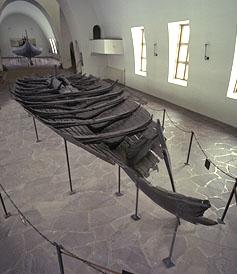 Tuneskipet er et av 4 vel bevarte vikingskip i hele verden. Bildet er brukt med tillatelse fra Vikingskipshuset.