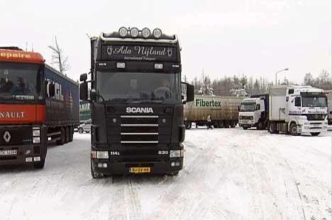 I løpet av tre timer var hele plassen på Svinesund full av lastebiler som manglet kjettinger.