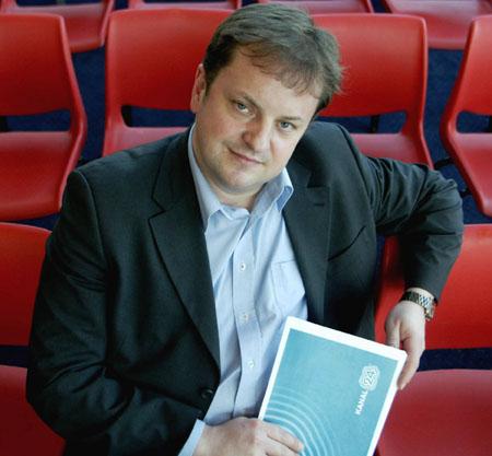 Redaktør Arne Krumsvik er fornøyd med navnet og logoen man til slutt kom fram til. ( Foto: Berit Roald / SCANPIX )