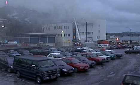 Området var røyklagt. - En gulaktig, sviende røyk, opplyste reporter Christina Støp.