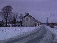46-åringen ble funnet død i en leilighet i dette huset på Jåberg utenfor Sandefjord.
