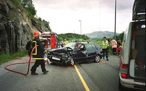 Fra en ulykke i Hopshamrene på Rv 80 i 2000 der én person omkom og flere ble skadd. Foto: Scanpix/Lars Olve Hesjedal.