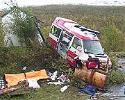 Fra en ulykke i fjor på Rv17 i Gildeskål der pasienten omkom da en ambulanse kjørte utfor veien. Foto: NRK.