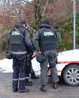 Politi under væpnet aksjon i Grimstad.