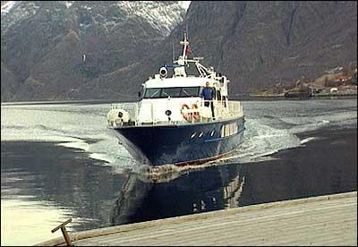 Flåmsekspressen trafikkerer Nærøyfjorden og Sognefjorden. (Foto: NRK)