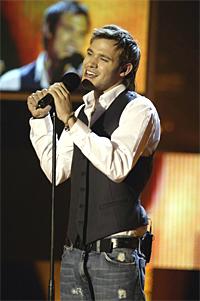Av de 200 mestselgende singlene i Storbritania i fjor kom 26 fra deltakere i tv-programmer. Deriblant den britiske Idol-vinneren Will Young. Foto: Rauters.