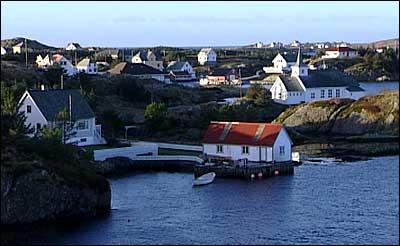 Stadig fleire reiser med ferje til øyrika Bulandet (biletet) og Værlandet. (Foto: NRK)