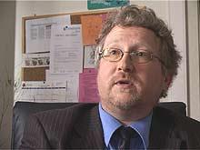Robert Hercz er både styreformann i selskapet som administrerer og selskapet som kvalitetskontrollerer spåtjenester.