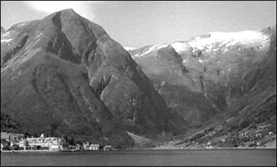 Balholm og Esefjorden i 1942. (Foto: Norsk Film/NRK)
