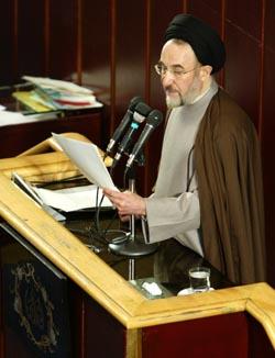 I en tale i nasjonalforsamlingen kritiserte president Mohammed Khatami i dag Vokterrådets beslutning. Foto: Morteza Nikoubazl, Reuters/Scanpix.
