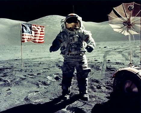 Den amerikanske astronaut Eugene Cernan gikk på månen i 1972. Nå vil USAs president tilbake. Foto: NASA/Reuters/Scanpix.