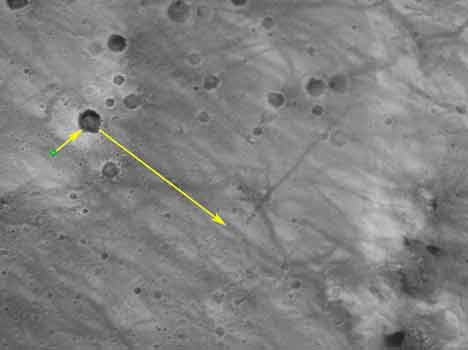 KJØRERUTE: Dette er ruta Spirit skal følge i utforskningen av Mars. Først skal roboten utforske et krater i nærheten av landingsstedet for deretter å kjøre i retning fjellene som ligger mot øst. (Foto: NASA/JPL/MSSS)