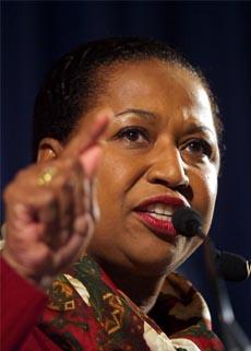 Carol Moseley Braun kaster inn håndkleet. (Foto: AFP/Scanpix)