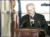 I en tale i går anklaget president Slobodan Milosevic de streikende for å sette landet i fare (foto: Aptn/Rts).