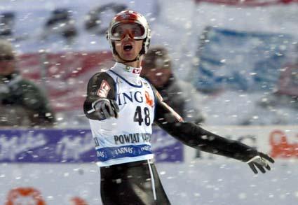 Men så snødde seieren bort. Ljøkelsøy i 2.hoppet. (Foto: P.Andrews, Reuters)