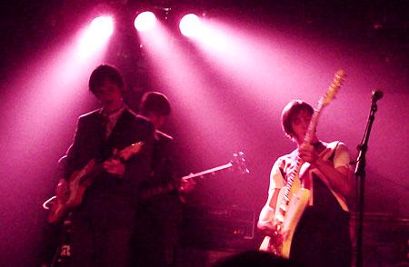 """Mayflies: Erik Salvesen (gitar og vokal), Ole Reidar """"Oly rider"""" Gudmestad (gitar), Sindre """"Sticky"""" Sivertsen (trommer) og John Olav """"Monster"""" Håland (bass)."""