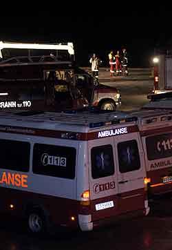 Store redningsmannskaper ble satt inn da lastebåten «Rocknes» på 166 meter mandag kveld kantret i Vatlestraumen utenfor Bjorøy i Hordaland. Foto: Marit Hommedal / SCANPIX