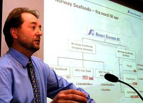 Kjell Inge Røkke viser fram Norway Seafoods-konsernet.