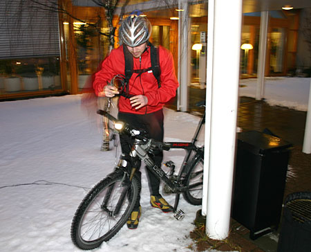 Morten Karlsen er mer enn lidenskaplig syklist. – Turene til jobb mellom fire og fem på morgenkvisten når byen sover er de fineste, sier han. (Foto: NRK/Jon-Annar Fordal)